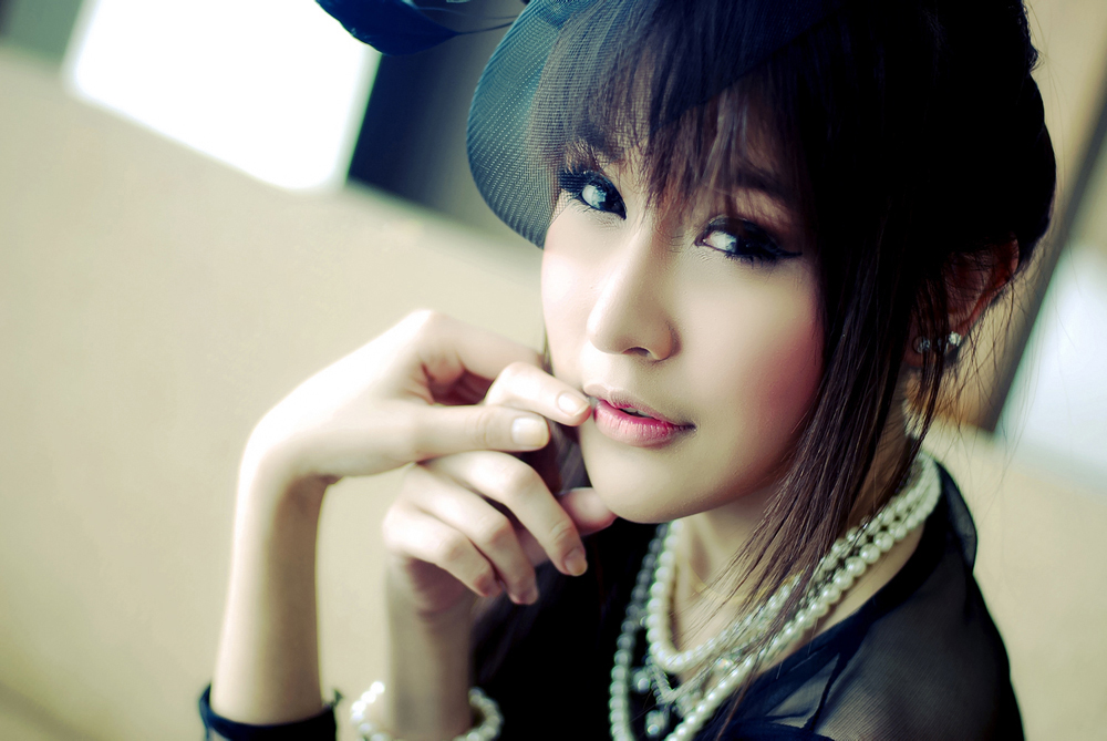 Spicy and Hottest Thai lady with beautiful eyes