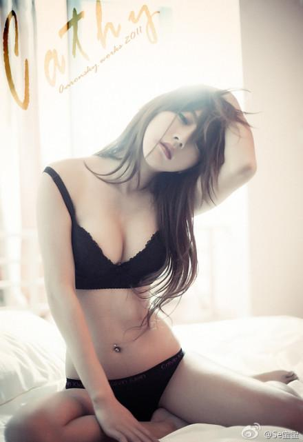 Hottes lady, she very sexy on bed in the morning with you