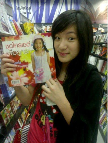 Pun pun pretty little girl thai super star page milmon for Tiny thai teen