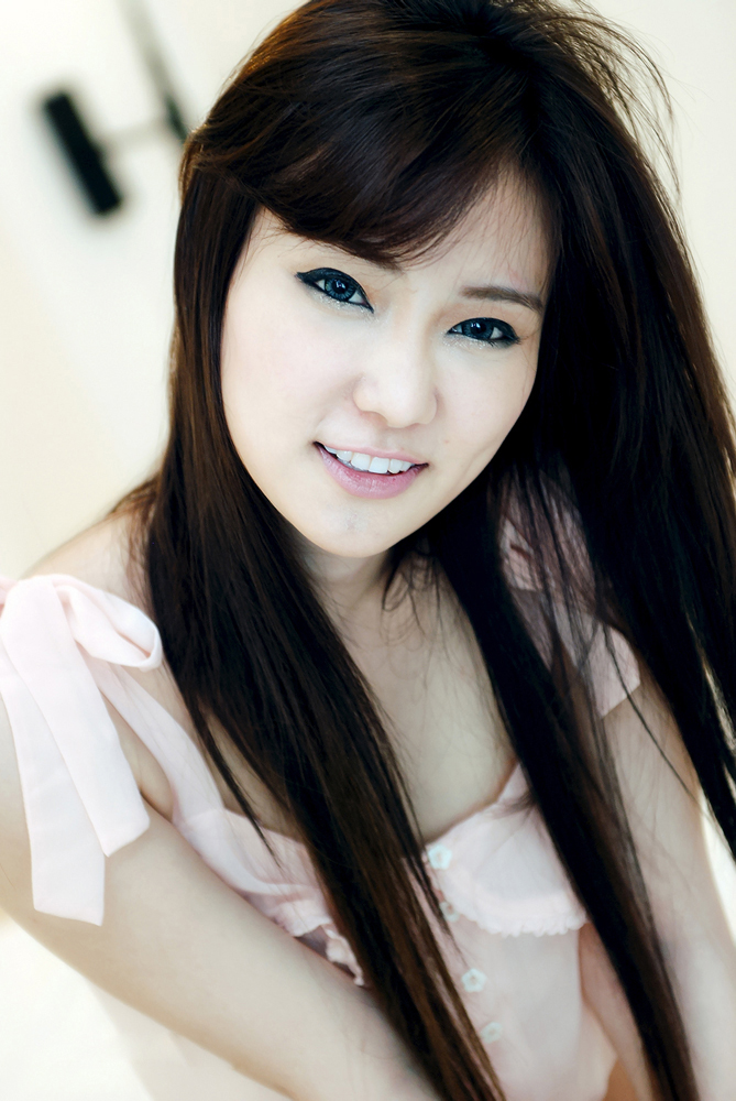 So cute smile asian lady, she so beautiful