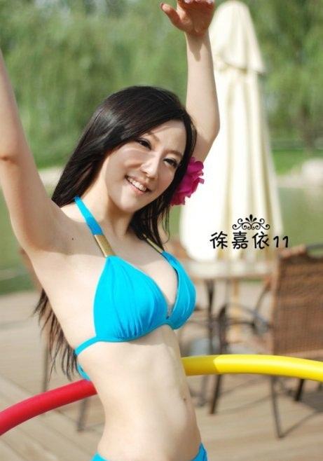 Xu Jia Yi beautiful lady with nice shapely body
