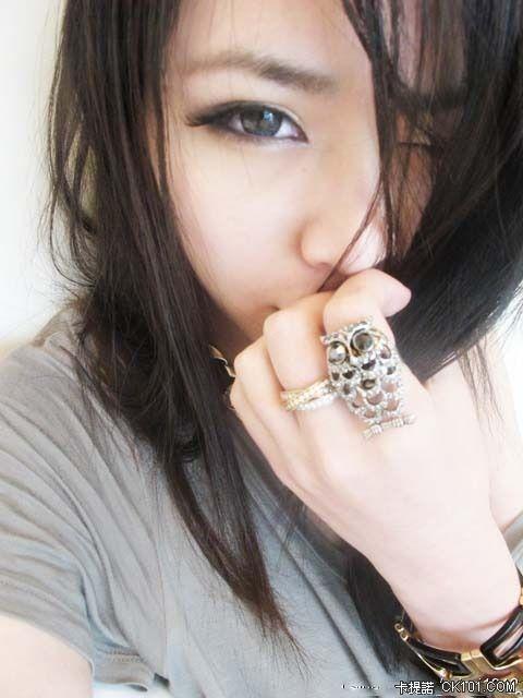 Tai Mei Sexy Asian Lady in Cute Bad-Girl Style Photo