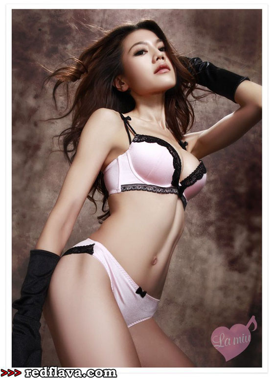 Chrissie Chau asian super model in Taiwanese models magazine