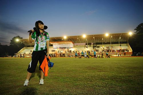 Jan (Chalinee Thirasupa), Camera girl. PR of Bangkok Glass FC