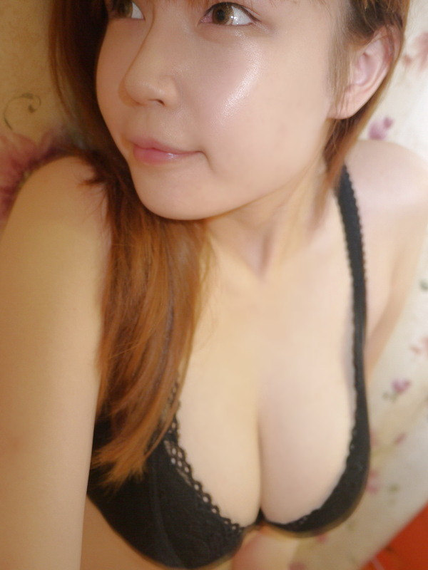 Xu Xiangting (Yoyo) Top Asian Sexy lady with her Big size.